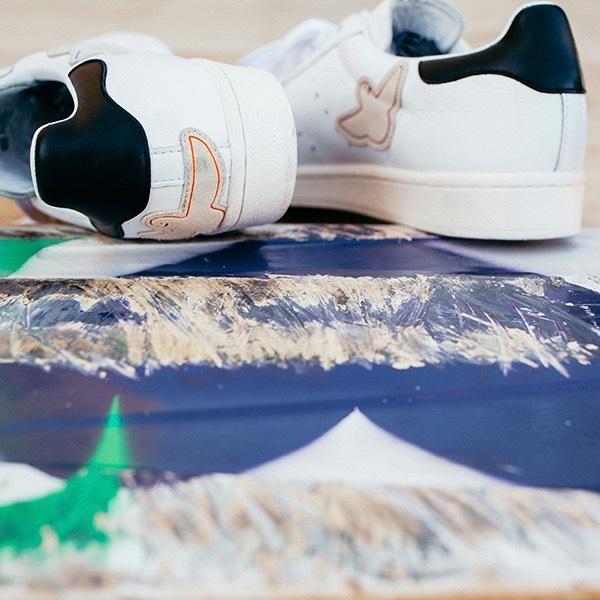 ・adidas skateboarding【SUPERSTAR ADV × GONZ】マーク・ゴンザレスのシグネチャーが再登場。アディダス スーパースター シューズの50周年を讃えて、マーク・ゴンザレスのトレードマークであるシュムーロゴがなめらかなレザー素材のアッパーにデザインされています。¥12000+tax