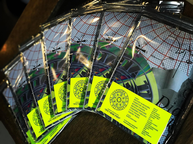 """本日発売@diaspora_skateboards Full-Length video""""SYMBIOSIS""""ZINE+DVD ¥1500ZINE+DVD COMLETE SET ¥45002021.3.26(Fri)ReleaseSTARRINGShunta KobayashiHeitaro KarasawaHitoshi YonedaYuya TanakaToshihiro TorigataTakeru WadaToshiyuki ArugaToru YoshidaYoshiro HoshinaJan SolenthalerNikios WallaceYoung Luand more""""SYMBIOSIS"""" ORIGINAL SOUNDTRACKMusic by16FLIPMass-HoleRLP & submersegrooveman SpottofubeatsJJJSTUTSlee (asano+ryuhei)YawnoSatori KobayashiWords byISSUGICampanellaKID FRESINOBIMDaichi YamamotoSPARTAJacket designed by Ryusuke Eda (BAL)ZINE by Cho OngoDirected byBanri Kobayashi#diasporaskateboards #instantskateshop"""