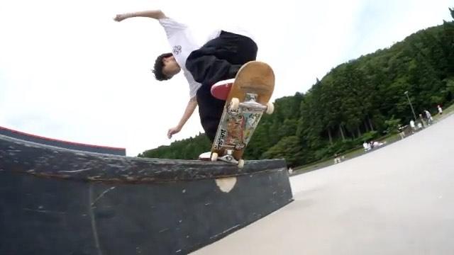 @instant_shizuoka 昨日福井で行われた「Skate Ambassador」にゲストとして参加した @kairi.netsuke と、大会で5位入賞を果たしたフローの @haruki_sato1008 の撮れたての映像です!!うますぎですねそんなカイリの新しいプロモデルデッキが今週入荷予定です入荷次第ご案内させていただきますので、お楽しみに️Film by @kojicanobanbi #hibridskateboards #instantshizuoka #instantskateshop
