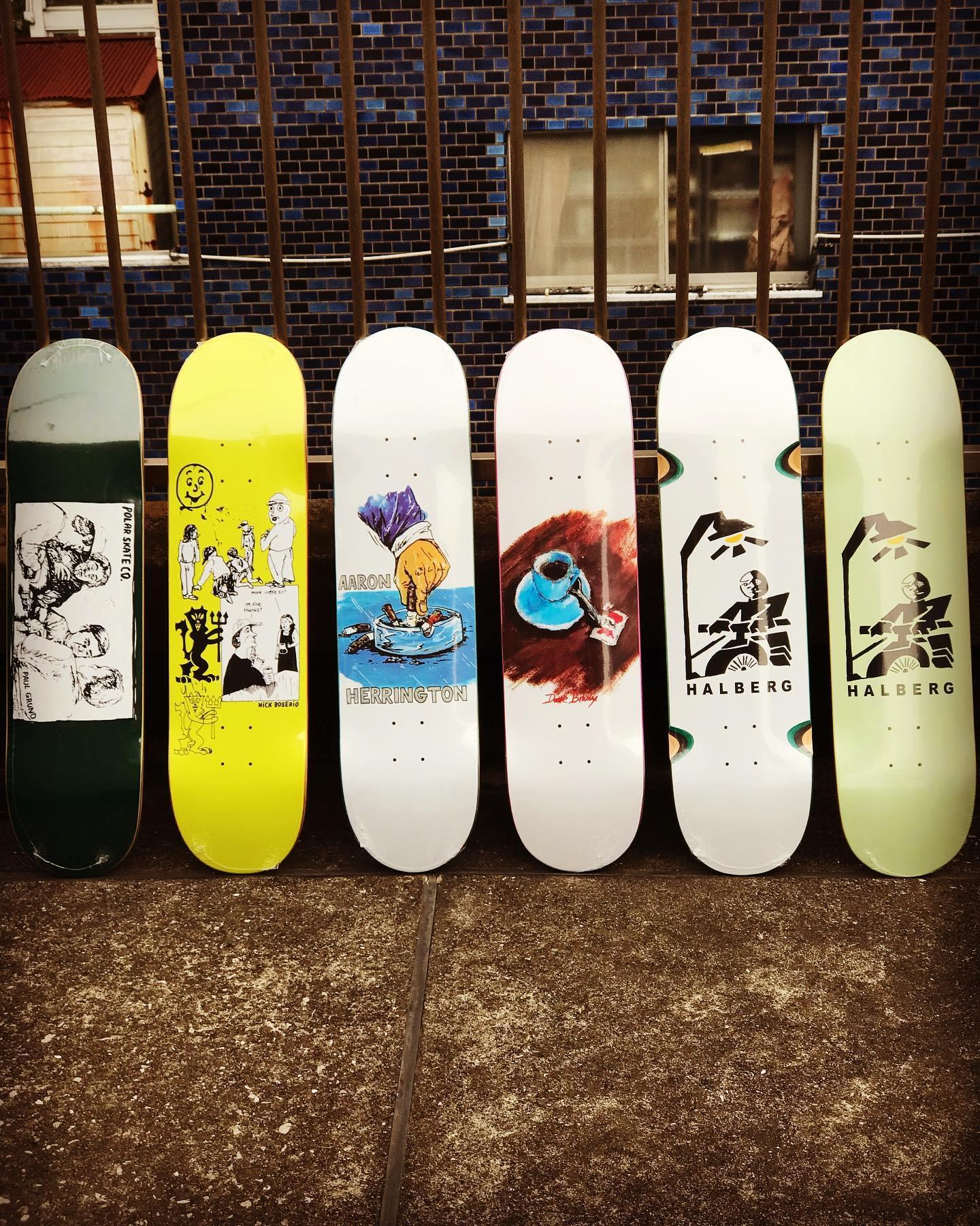・New @polarskateco decks.Pontus Alv手掛けるスウェーデン発スケートカンパニー「POLAR SKATE CO./ポーラー」。Pontus自身、プロスケーターとしてのみならず映像作家やアーティストとして幅広く活動しそれらの培った経験をデッキに落とし込んだ世界的評価を集めるスケートカンパニーです。