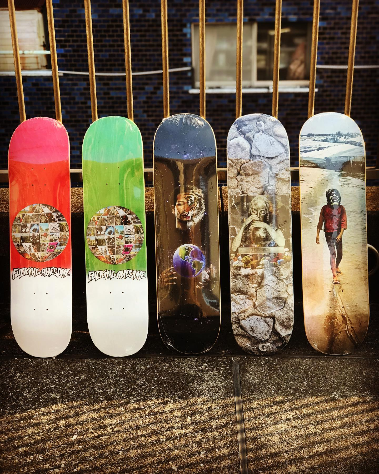 ・New @fuckingawesome decks.90年代のニューヨークシーンを牽引してきたJason DillとフォトグラファーMike Piscitelliによって立ち上げられたスケートカンパニー「FUCKING AWESOME」