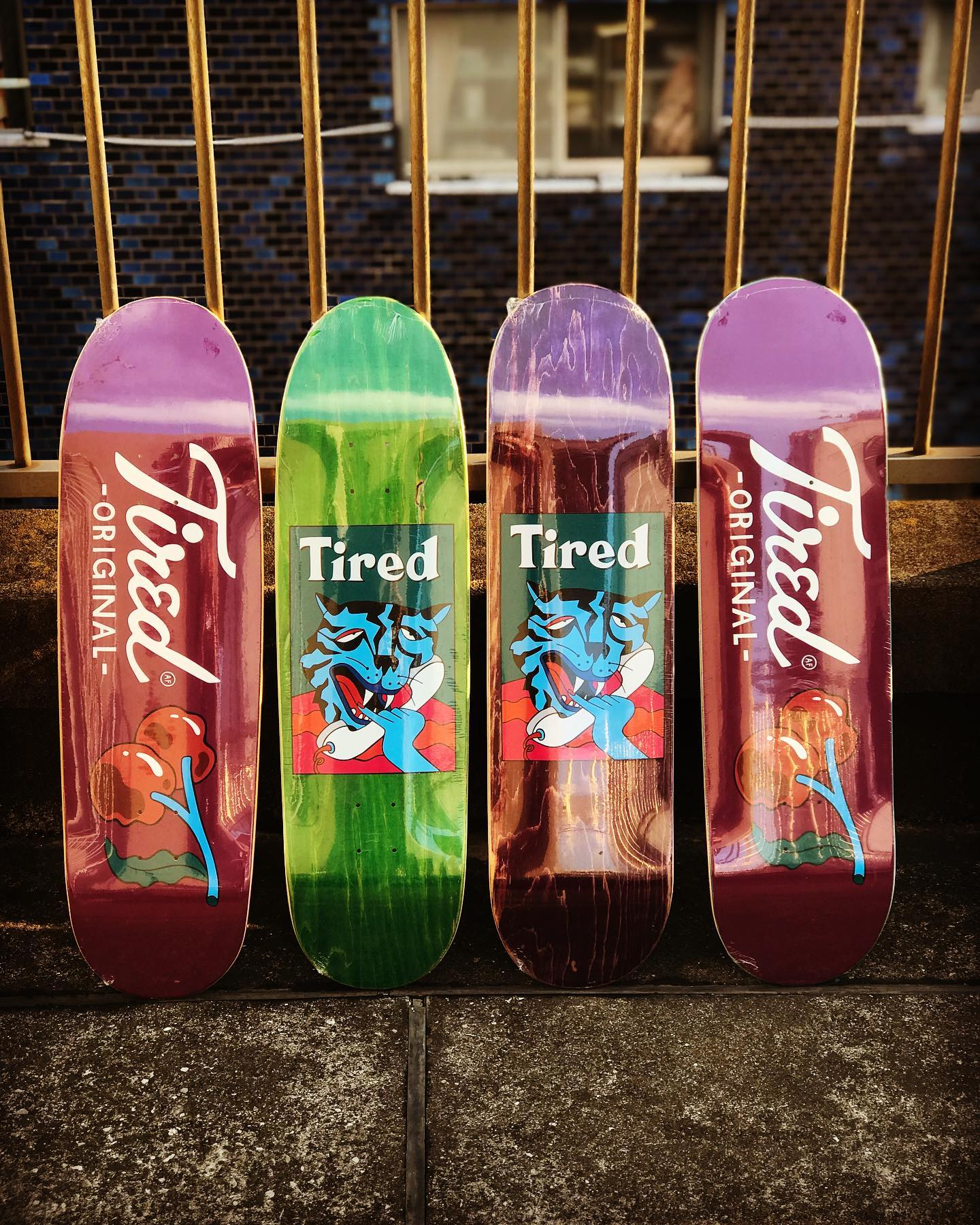 @tiredskateboards New @tiredskateboards decks.話題の東京2020のスケートボードユニフォームのデザインも手がけたアムステルダムのPARRAが立ち上げたスケートボードカンパニー。Tiredは以下のような人に向けて作られています。・オーリーをしただけで息が上がる人・1時間滑ると3日間筋肉痛になる人・警備員と同世代の人・プロにはなれないけどスケートが大好きな人オーリーしただけで息が上がる、1時間滑ると3日間筋肉痛になる、それでもスケートを愛してやまないオヤジスケーターの為のスケートカンパニーTired。