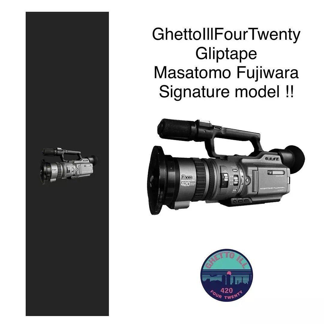 @ghettoillfourtwenty Masatomo Fujiwaraシグネチャーデッキテープが9月16日に発売。スケーターでフィルマーの彼らしいデザイン。粗めのグリップで喰い付きが良くトリックに高さがでる。追い撮りでも安定したプッシュ、ボード捌きができる。G.I.F.T. DECK TAPEMasatomo Fujiwara signature model発売日 : 2021年9月16日価格 : 1500円(税抜)サイズ : 幅9インチ、長さ33インチ (幅22.8cm、長さ83.8cm)カラー : ブラック粗さ : 粗め取扱い店様instant様TIZZ skateshop様@instant_skateboards @instant_chiba @tizzskateboard #skateboard#undergroundskateteam#gift#Ghettoill420#chiba#japan#griptape